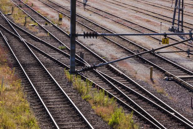 Kolej wyremontuje trasę do Grodziska Shutterstock