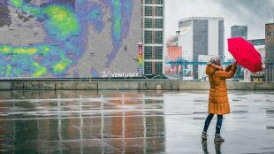 Deszcz, deszcz ze śniegiem i porywisty wiatr. Pocieszeniem 20 stopni w niedzielę
