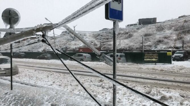 Spadło tyle śniegu, ile zazwyczaj w półtora miesiąca. Domy bez prądu i wody