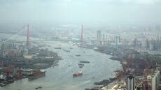 Im więcej zanieczyszczeń, tym więcej wody w rzekach?