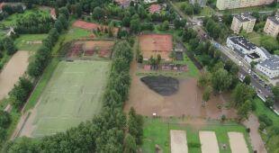 Deszcz zalał boiska w Kłodzku